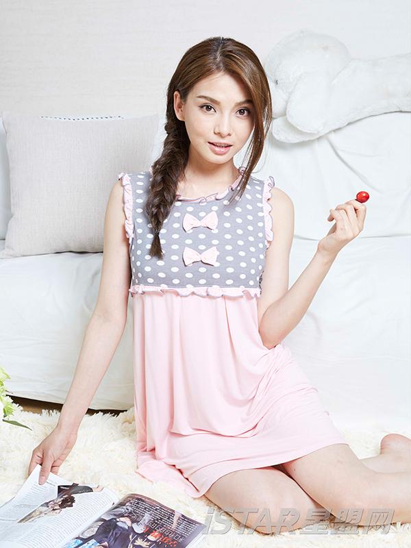 甜美蝴蝶结针织背心裙