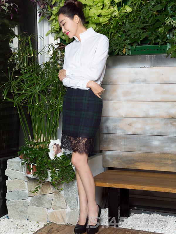 韩版名媛蕾丝格子拼接毛呢半身裙