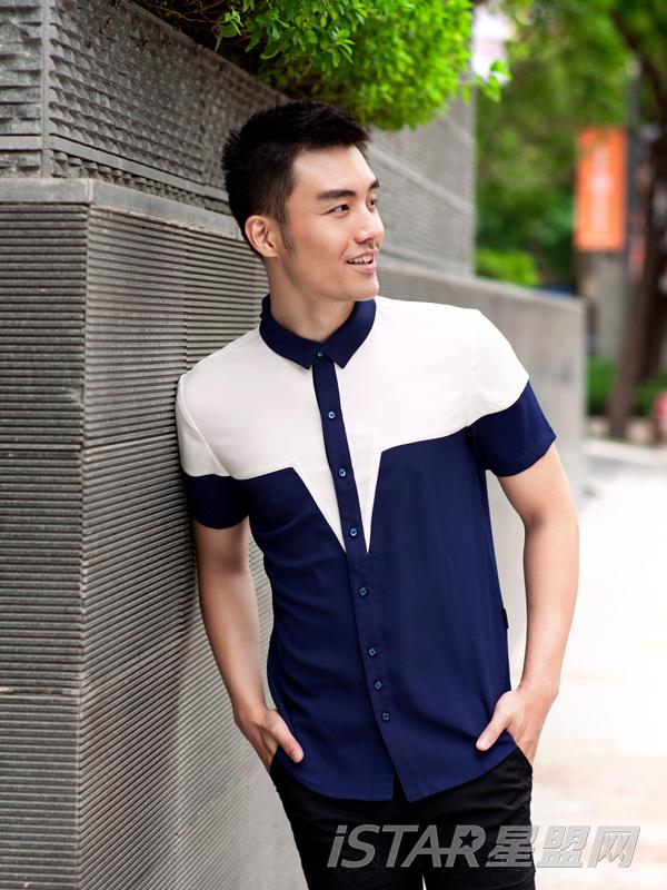 方领修身短袖衬衫