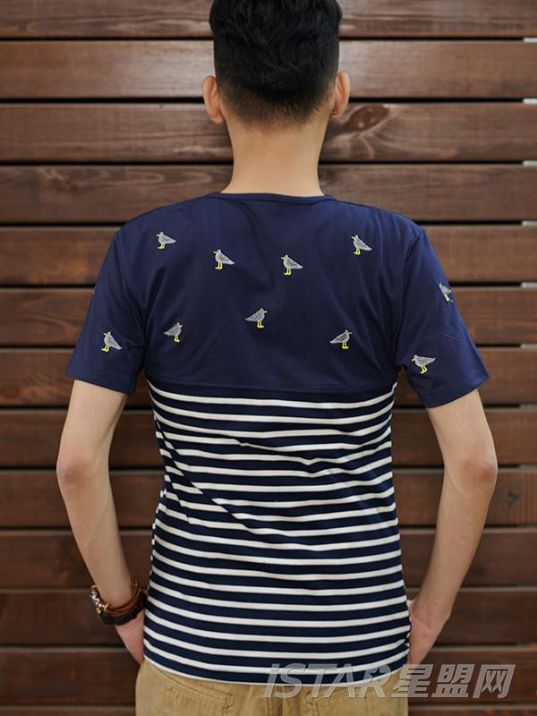 海军风圆领条纹T恤