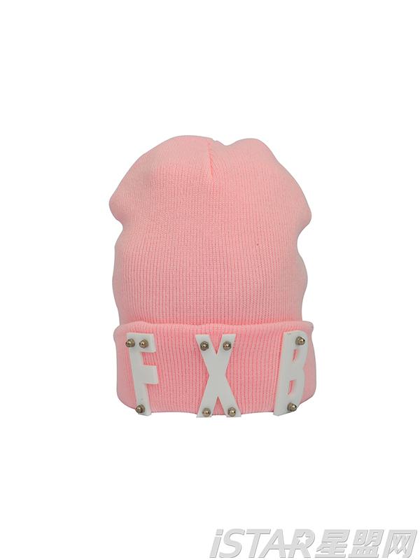 亚克力字母铆钉冬毛线帽