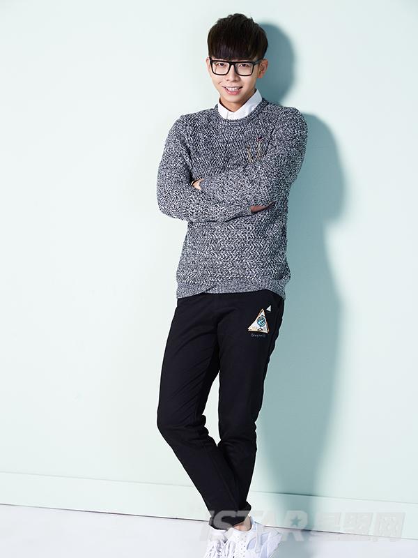 韩版男士圆领毛衣针织衫