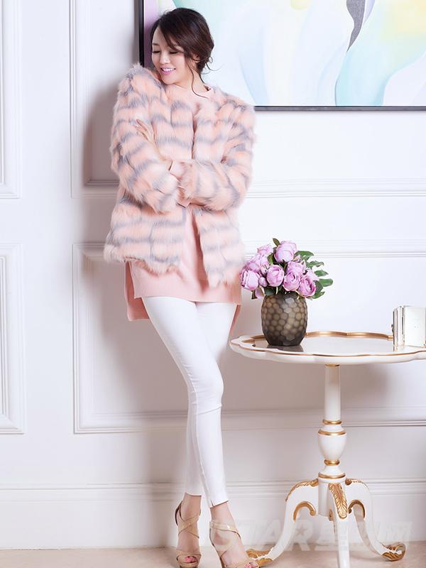 粉色拼接皮草外套