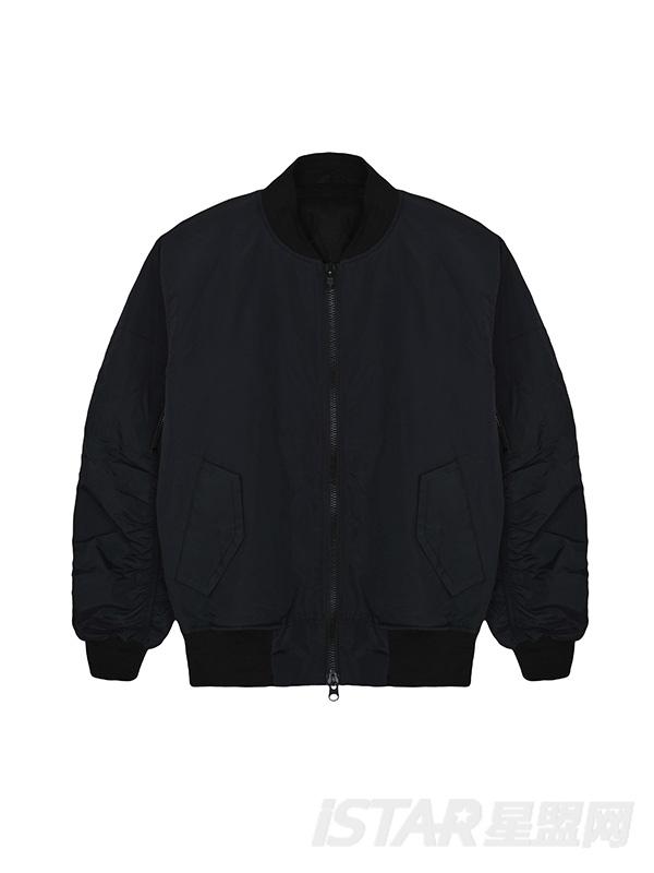 宽松保暖夹克、外套
