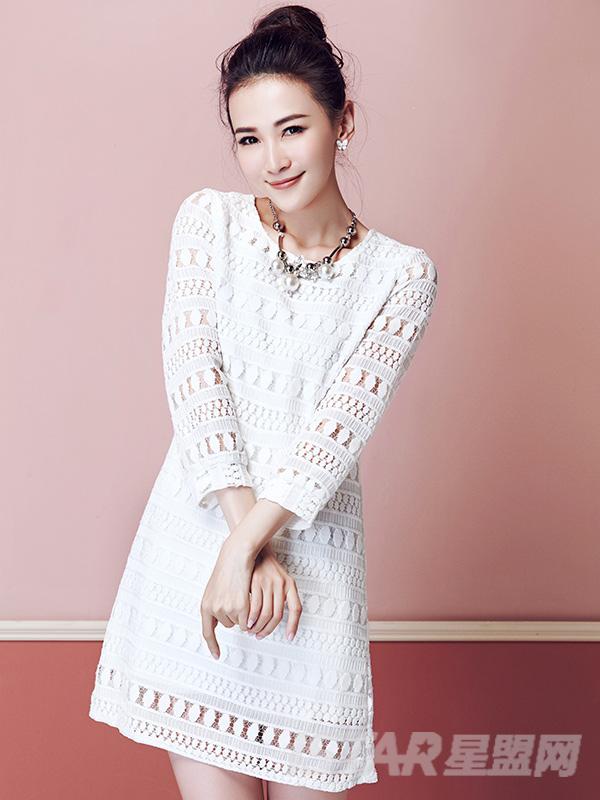 甜美镂空钩花针织连衣裙