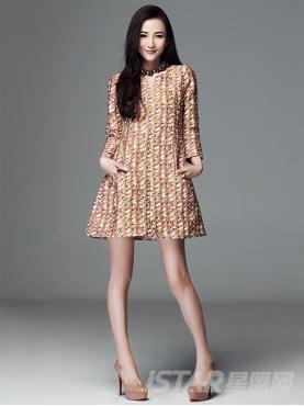精致小V领时尚印花连衣裙