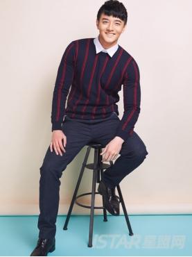 蓝红竖条纹休闲毛针织衫