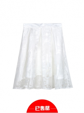 纯白蓬蓬纱半身裙