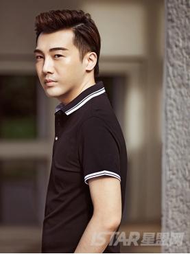 经典黑时尚蓝色条纹边装饰POLO衫