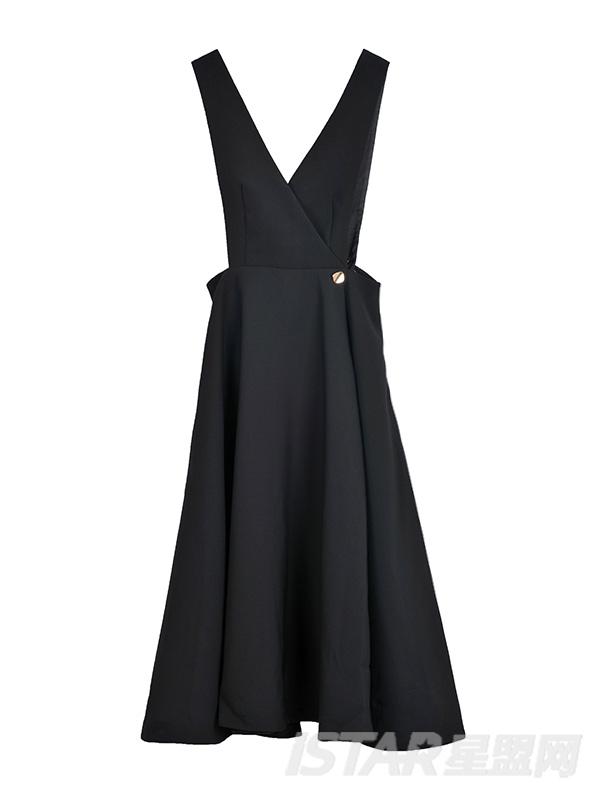 大裙摆背带连衣裙
