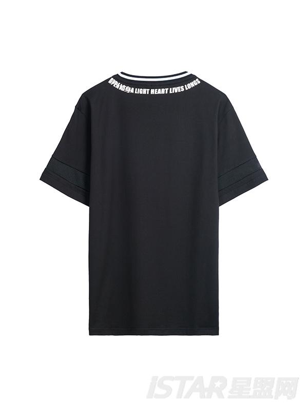 字母边装饰T恤