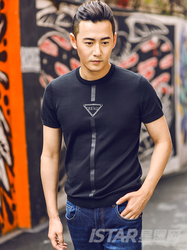 圆领印花短袖针织T恤