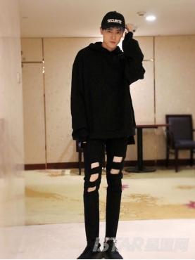 Free Bow品牌定制经典黑时尚破洞舒适纯棉牛仔裤