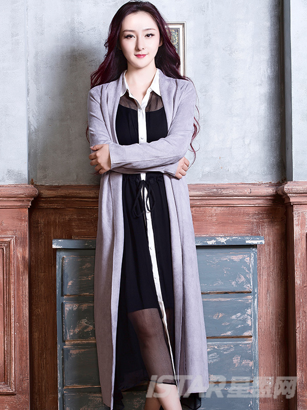 经典浅灰束腰大摆设计时尚优雅长款风衣