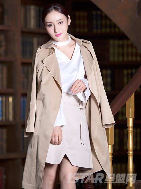 温暖卡其时尚大廓形经典优雅长风衣