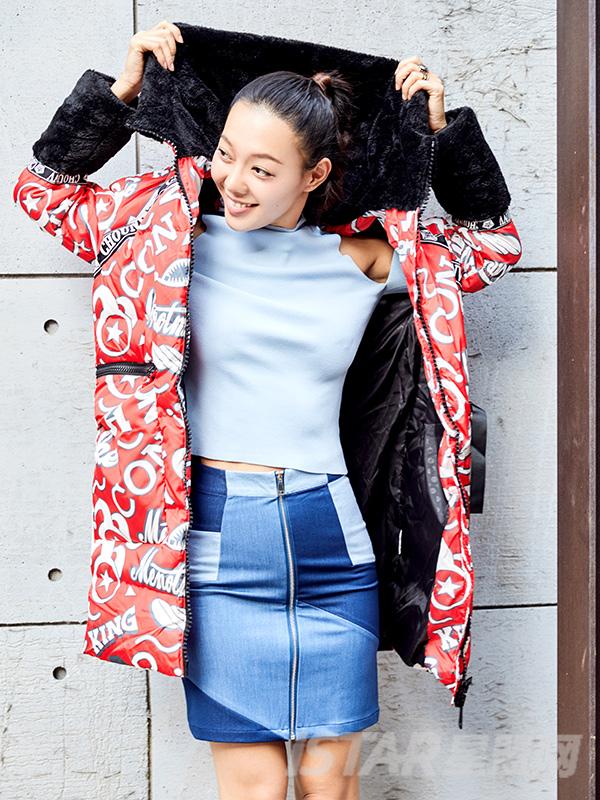 时尚潮流大毛领字母图案羽绒服