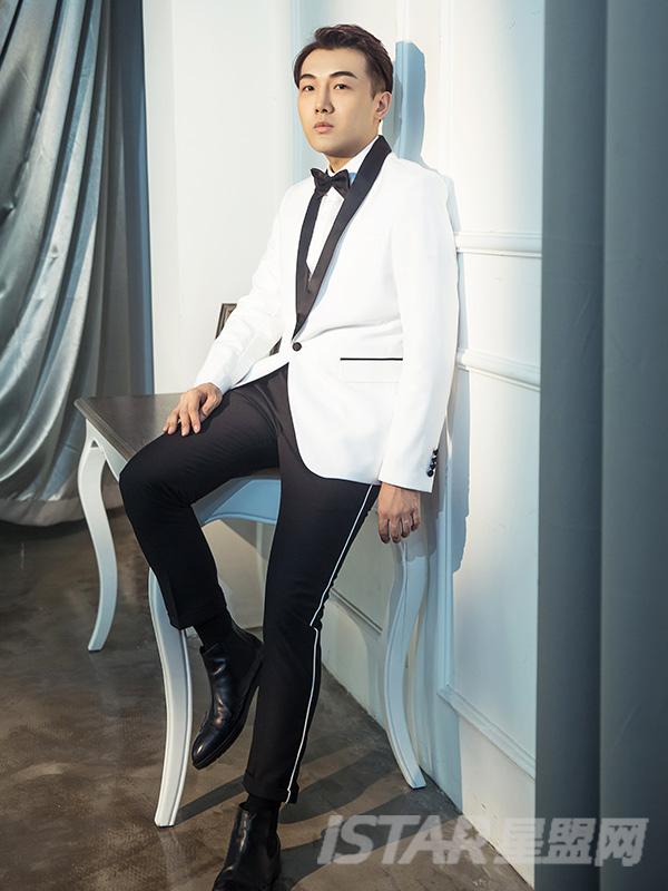 撞色黑驳领单扣男士修身西服套装