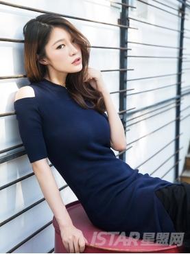 个性镂空肩部金属扣装饰舒适针织短袖连衣裙