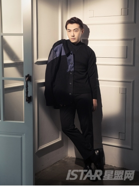 经典黑优雅小V领设计舒适套头针织衫
