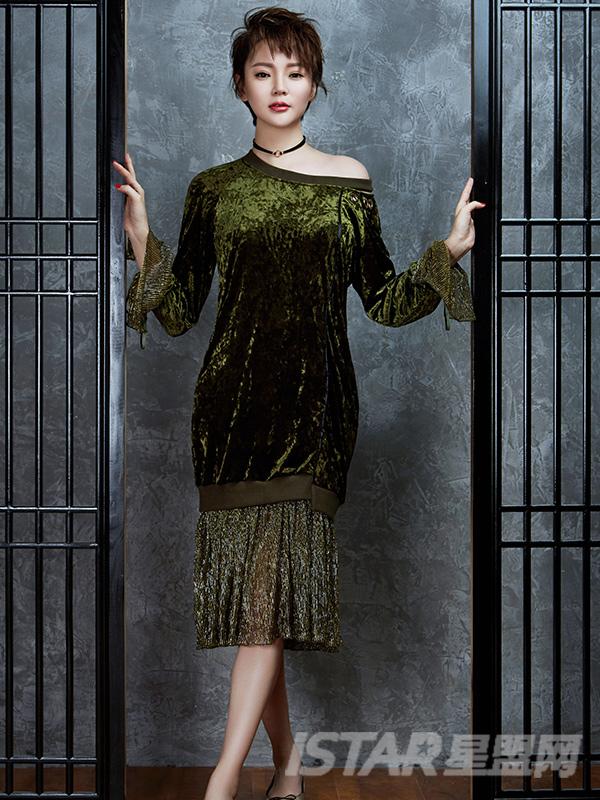 镂空不对称假两件丝绒连衣裙