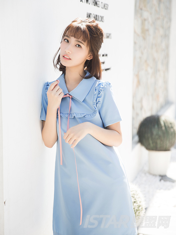 可爱蝴蝶结绑带木耳花边装饰连衣裙
