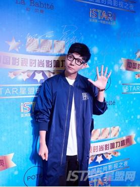 经典蓝中国风刺绣图案装饰休闲运动秋装长款时尚风衣外套