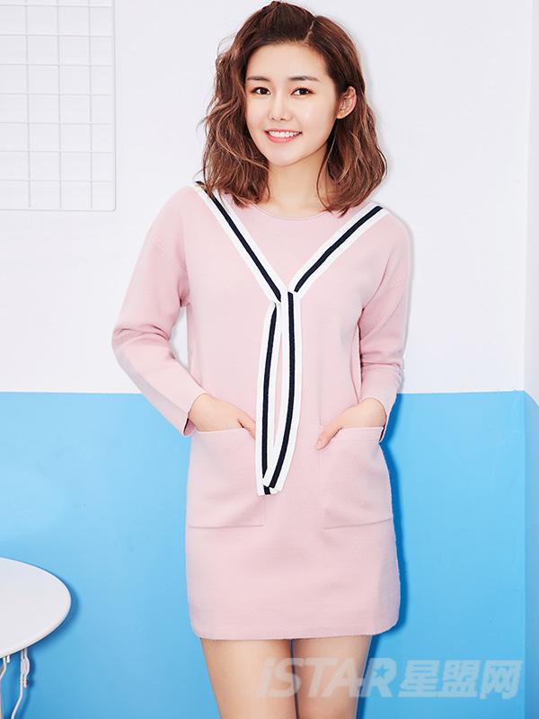 粉色蝴蝶结连衣裙