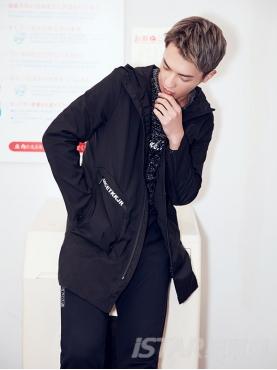 口袋字母黑色中长风衣