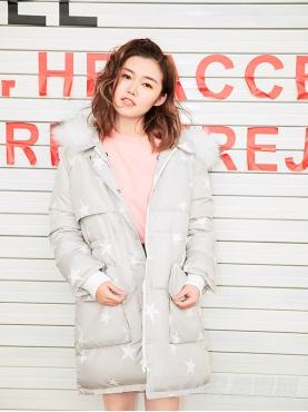 高级灰甜美星星印花装饰保暖秋冬羽绒外套