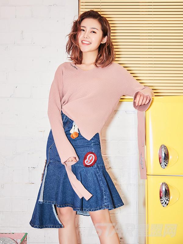 蝴蝶结粉色毛衣