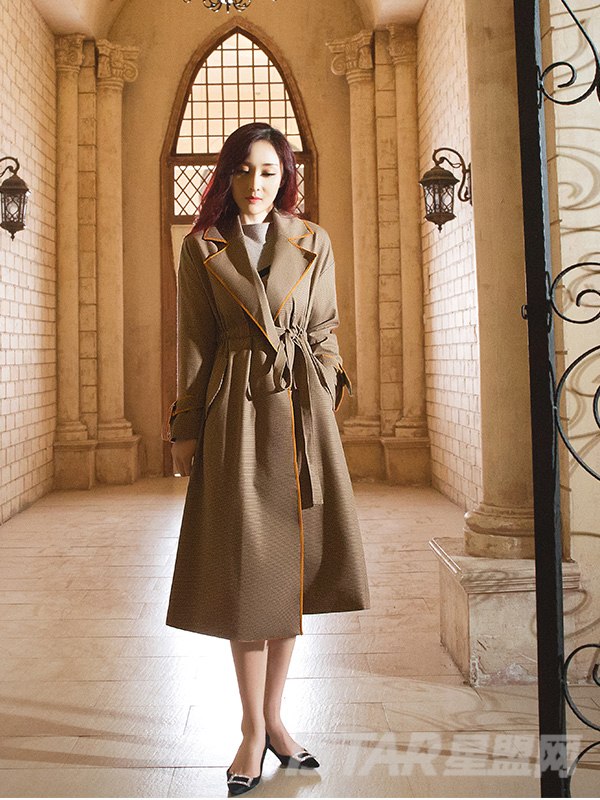 深棕色麻感长呢大衣