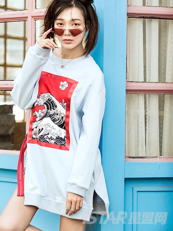 古典蓝潮流中国风图案拼贴圆领长袖不对称织带装饰中长款休闲卫衣