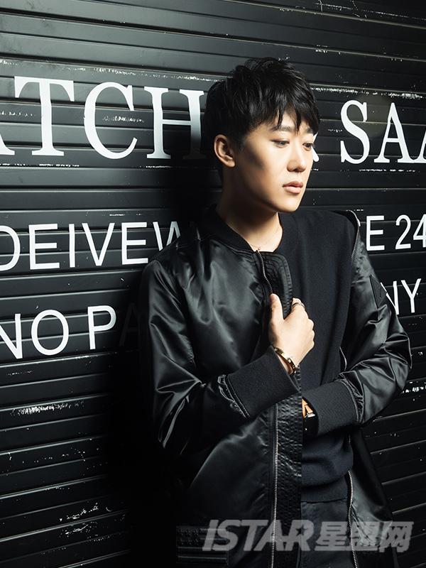 绸缎光面长款黑色夹克