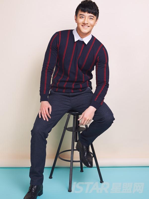 蓝红竖条纹毛针织衫