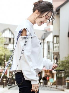 潮流白个性织带衣袖断口露肩设计时尚印花卫衣