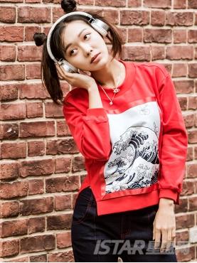 时尚红潮流中国风图案拼贴短款下摆双开衩休闲圆领卫衣