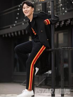 @李佳念 复古双排扣时尚风衣式时尚长款外套