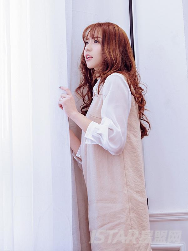 雪纺袖小翻领杏色连衣裙