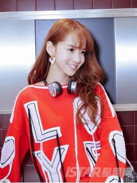 热情红爱心字母甜美装饰个性吊绳针织舒适套头衫