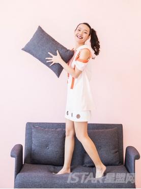 优雅白色个性镂空气眼设计时尚纯棉舒适短裙