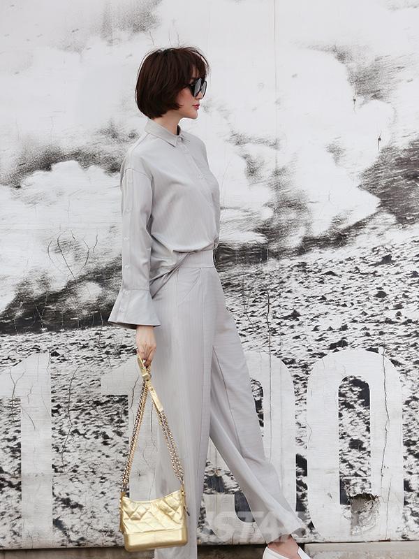 灰色暗条纹阔腿长裤