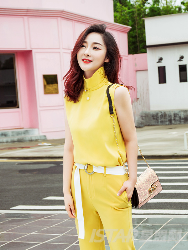 明亮黄复古高领简约无袖时尚舒适上衣