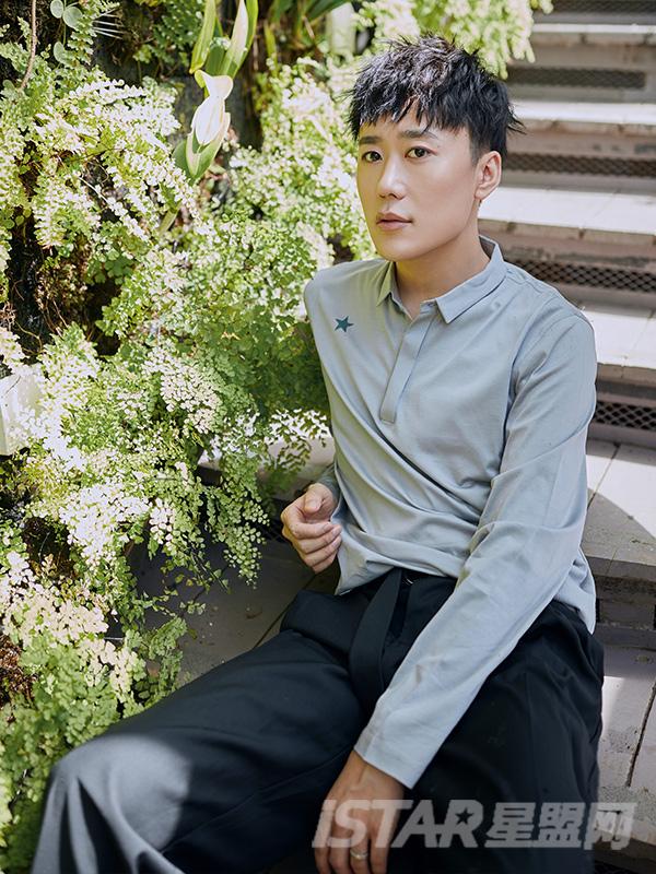 浅灰色丝光全棉日常款POLO领男士长袖T恤