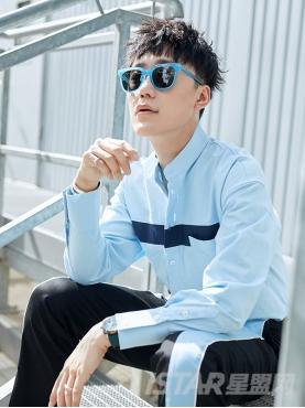 优雅翻领撞色深蓝条纹印花舒适棉衬衣