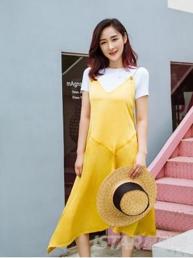 T恤叠搭纯色吊带不对称裙摆设计时尚优雅连衣裙