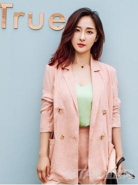 优质棉麻减龄粉色简约大气休闲西服套装