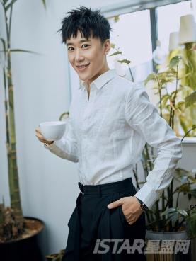 个性刺绣装饰经典白时尚挺括舒适亚麻衬衣