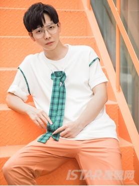 绿色格纹装饰舒适休闲纯棉白T恤