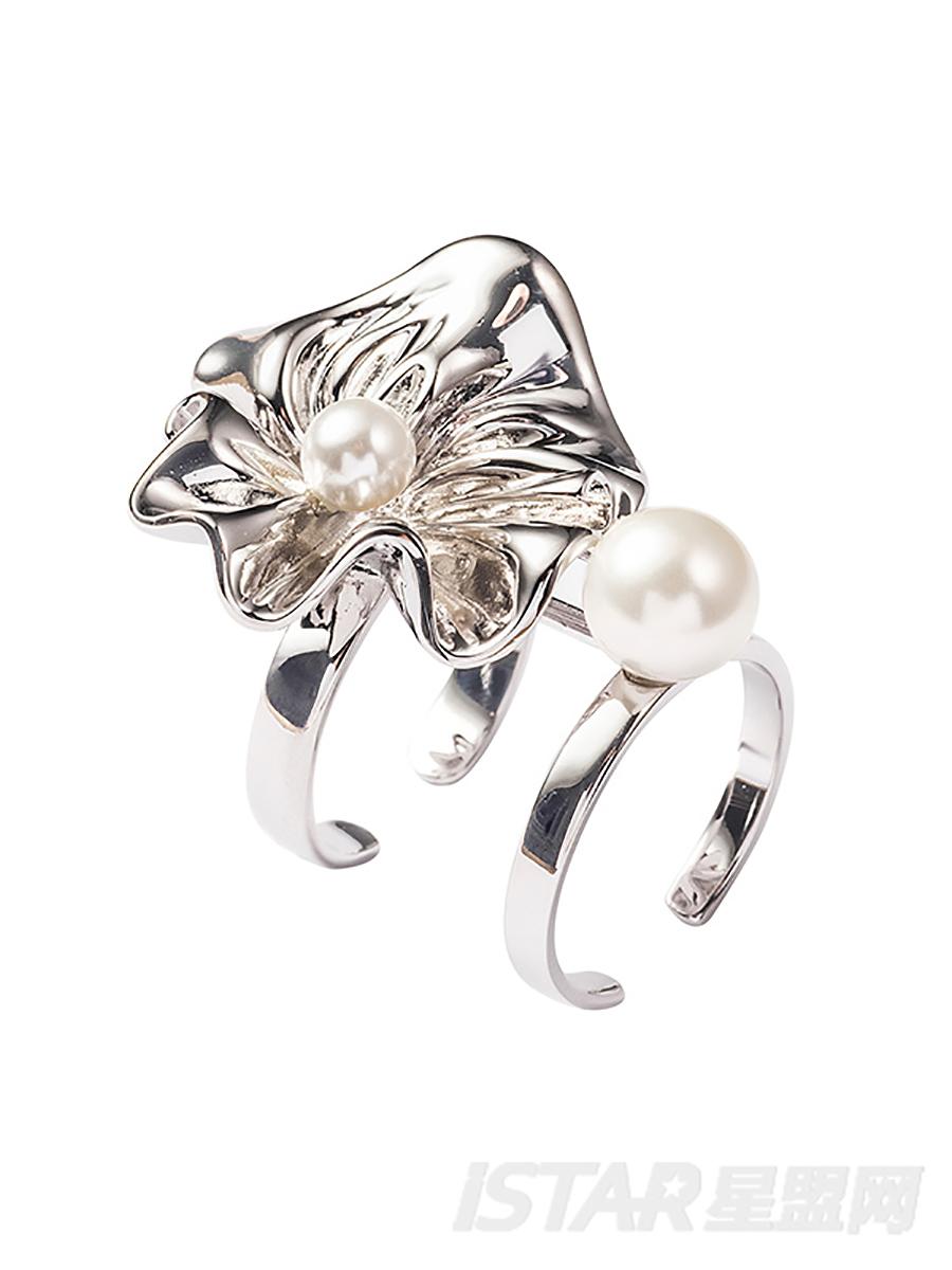 SECRET GARDEN 系列    花瓣珍珠双环戒指