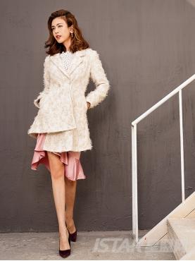 优雅米色淑女款个性不规则下摆设计大衣